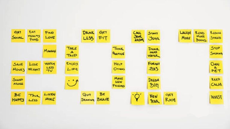 2017 written in yellow post it notes
